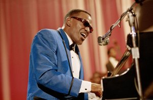 Yes, it is this Jamie Foxx, who so brilliantly portrayed Ray Charles in the 2004 movie.
